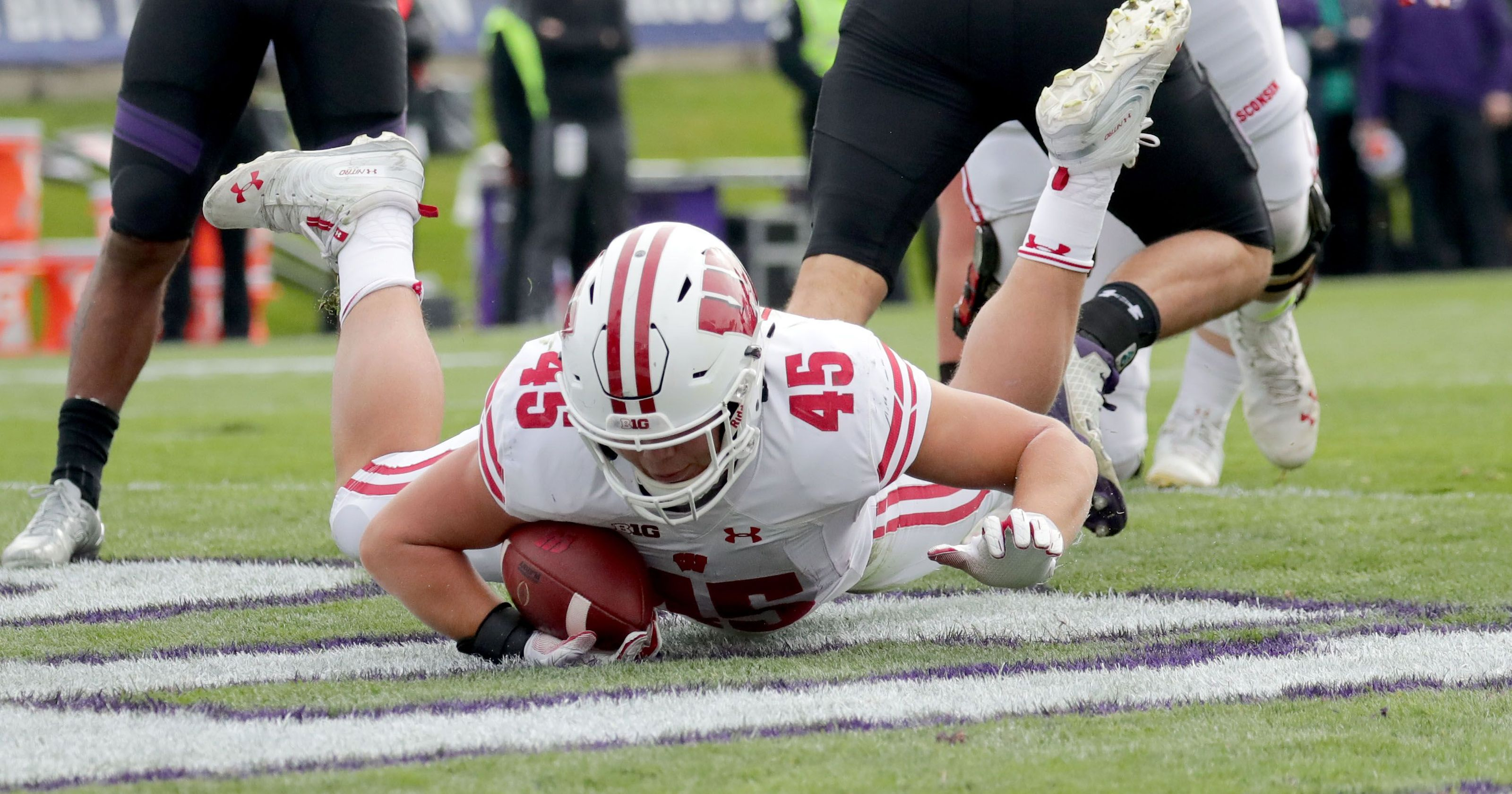 Northwestern takes down No. 19 Wisconsin to assume control of Big Ten West