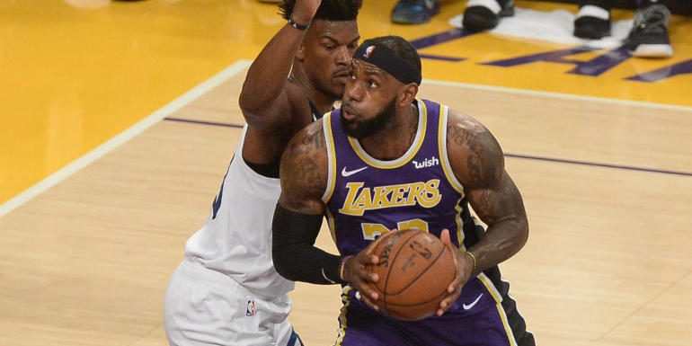 NBA scores, highlights: LeBron's Lakers spoil Derrick Rose's career night; Raptors improve to 11-1 with win over Kings