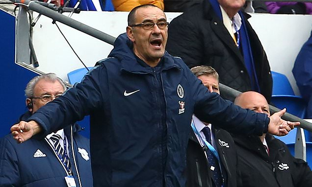 Sarri hits back at Chelsea fans after chanting for him to be sacked