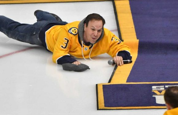 Oops: Gavin DeGraw face plants after national anthem before Game 5 between Predators and Stars