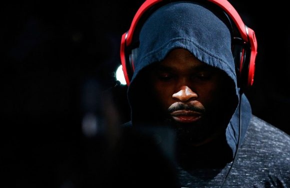 Sources: Woodley hand injury KO's Lawler fight