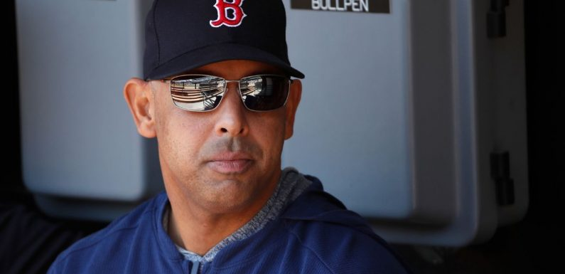 Cora says Red Sox clubhouse isn't divided