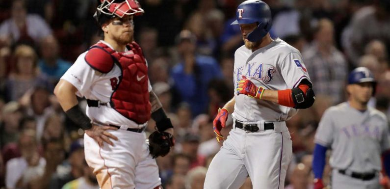 Rangers' Hunter Pence gets one of the easiest inside-the-park homers you'll ever see