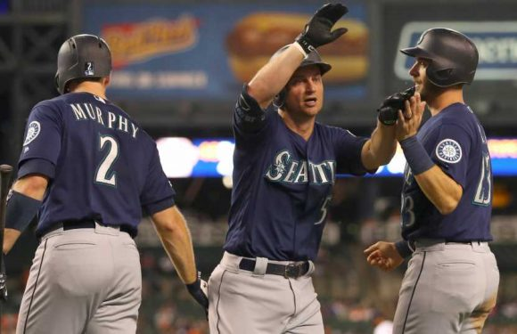 Kyle Seager's recent uptick gets some help from Tigers' outfield collision
