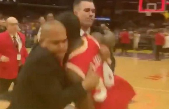 Fan at Los Angeles Sparks playoff game tackled after rushing the court