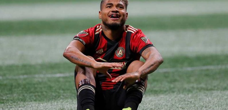 Frank de Boer fears 'serious' injury after Atlanta United's Josef Martinez is carried off on stretcher