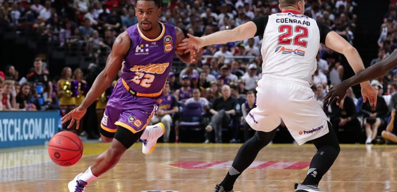 High-flying Kings hold off Ball and Hawks in front of NBL record crowd