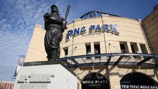 Pirates turn to Twins' Shelton as new manager