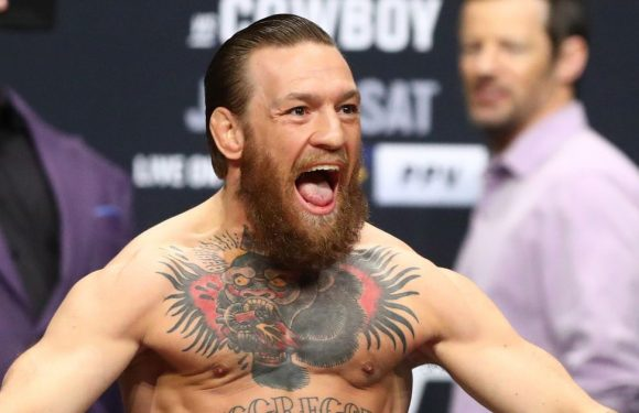 Conor McGregor sends UFC fans into a frenzy with 'strong bulge game'