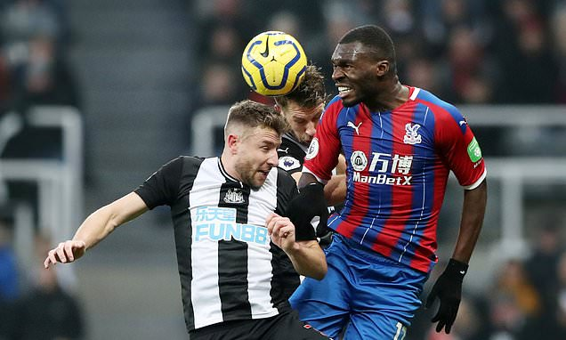 Bordeaux 'pull out of race to sign Palace striker Benteke on loan'