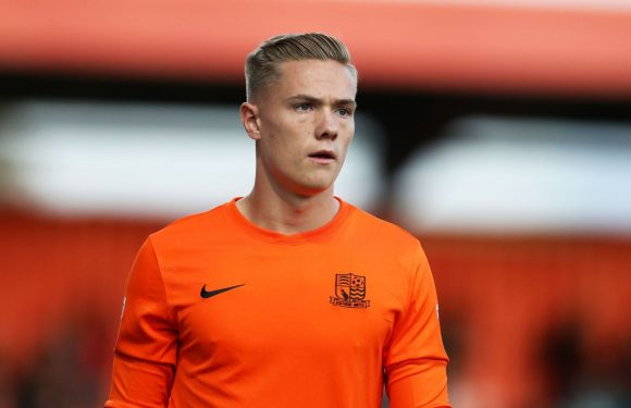 Manchester United set to sign goalkeeper Nathan Bishop from Southend