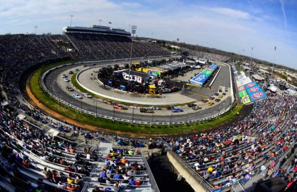What channel is NASCAR on today? TV schedule, start time for Martinsville night race