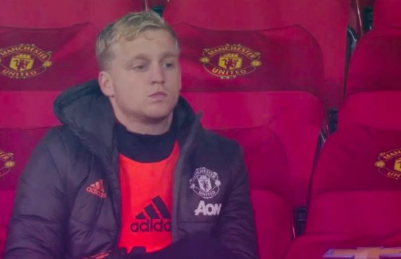 Solskjaer stands firm over future of Donny van de Beek following Chelsea snub