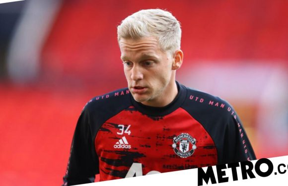 Solskjaer sends message to Donny van de Beek after leaving him on Man Utd bench