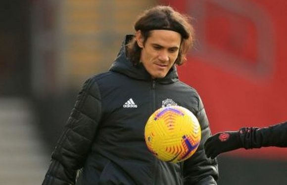 Man Utd fans slam Edinson Cavani after they started second half with 10 men