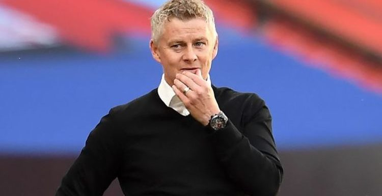 Man Utd questioned over 'strange' transfer decision which has raised questions