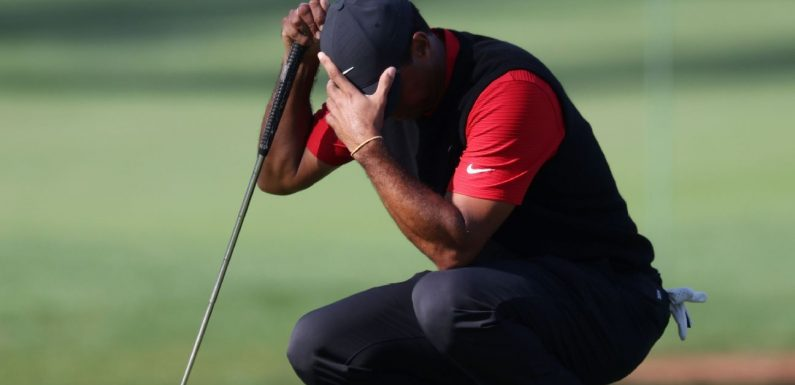 Tiger finds water 3 times, makes 10 on 12th hole