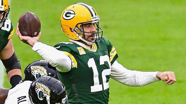 Aaron Rodgers beats blitz, goes deep to Marquez Valdes-Scantling for Packers TD