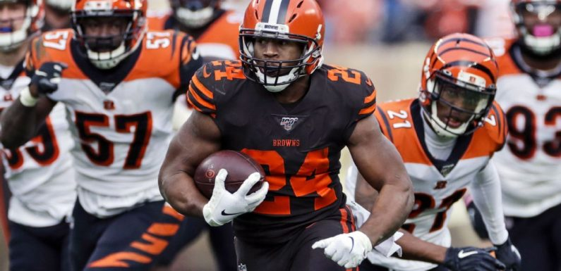 Browns activate RB Chubb off injured reserve