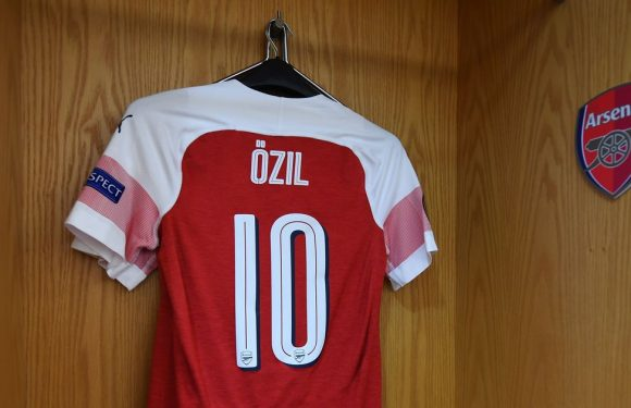 Arsenal stars scrap for Mesut Ozil's No10 shirt ahead of Fenerbahce announcement
