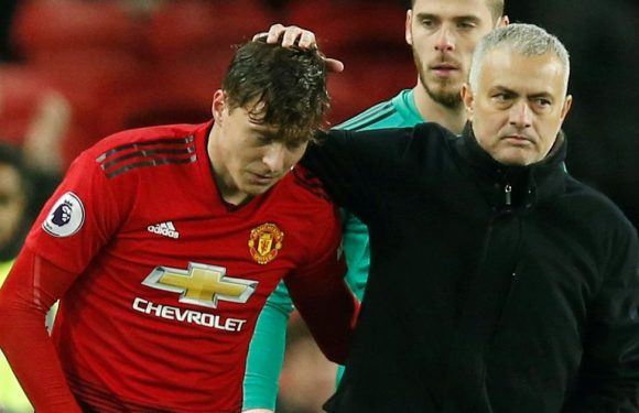 Mourinho's decision between Lindelof and Van Dijk while at Man Utd