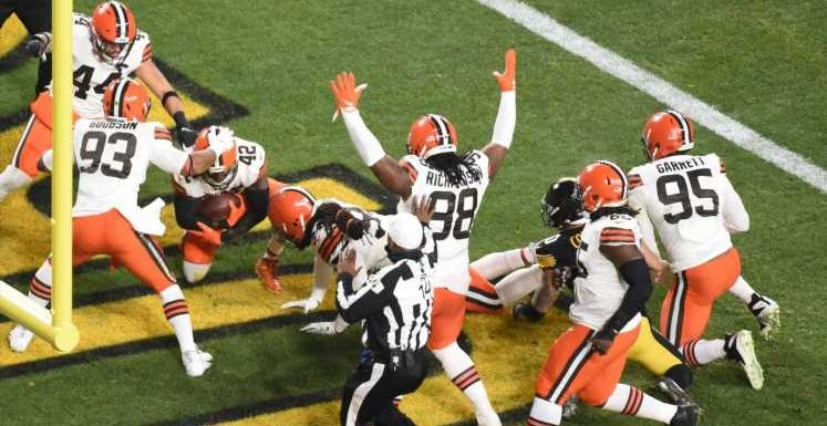 Browns stun Steelers with four touchdowns in first quarter for 28-0 lead