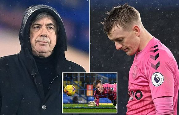 Ancelotti defends Pickford after his costly error against Leicester