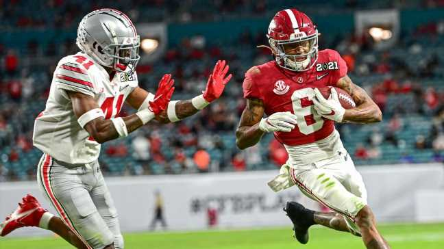 'Put like everyone on him': DeVonta Smith show takes over social media