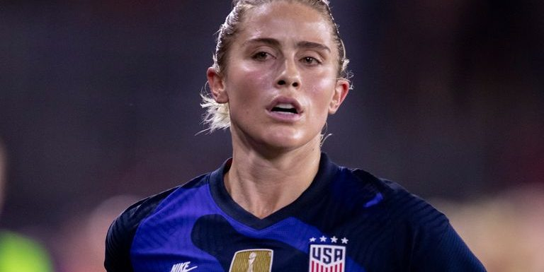 Abby Dahlkemper: Manchester City in talks to sign USA defender and World Cup winner