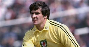 Ex-Everton star and Wales football legend Dai Davies dies aged 72