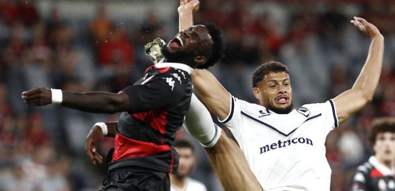 Wanderers triumph as bizarre Gestede penalty heaps pressure on Victory