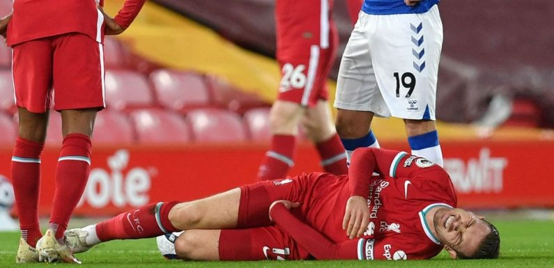 Jordan Henderson forced off with injury against Everton