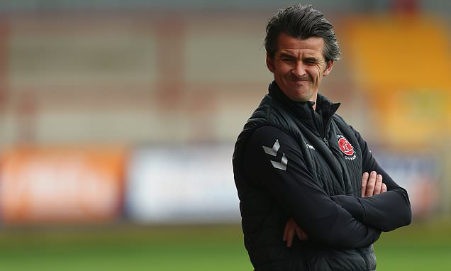 Barton in talks with Bristol Rovers over becoming their new manager