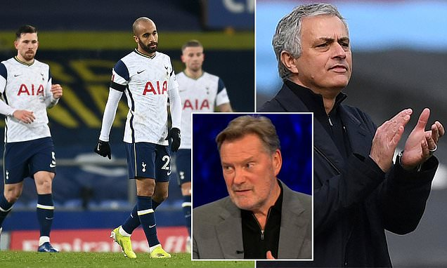 Hoddle believes it would be 'ridiculous' for Spurs to sack Mourinho