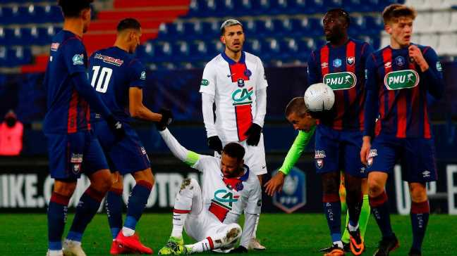 Neymar out vs. Barca; questions style of play