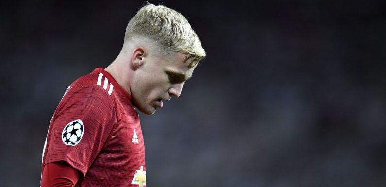 """Pack your bags!"" ""Get away!"" – Holland's Van de Beek fears growing at Man Utd"