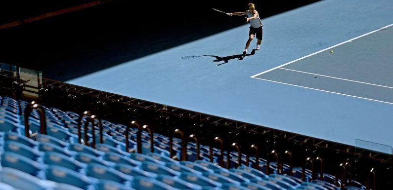 Fans barred from Australian Open as Melbourne goes into lockdown