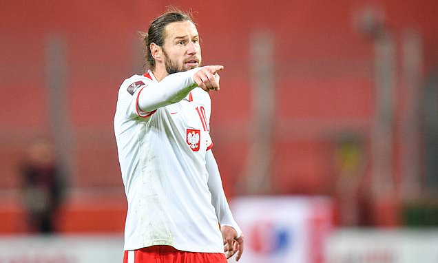 Poland stars Krychowiak and Piatkowski test positive for Covid