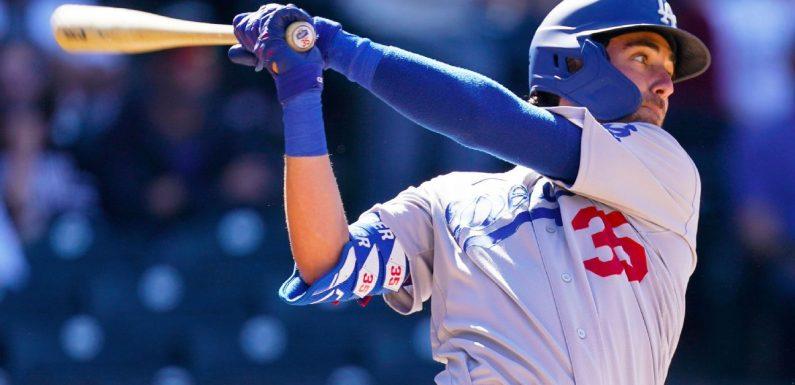 Dodgers' Bellinger has hairline fracture in left leg