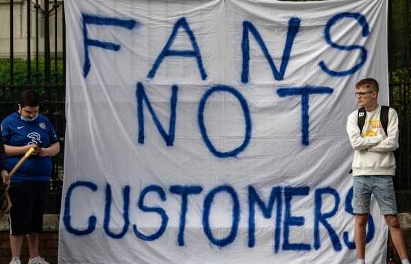 Government must create £400m fund to help fans buy football clubs, new report claims