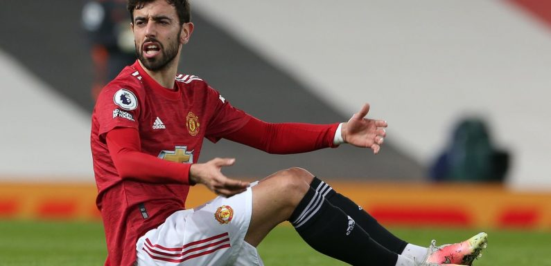 Bruno Fernandes left fuming with referee Mike Dean after Marcus Rashford goal