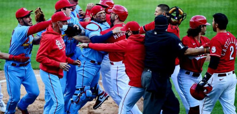 Cardinals, Reds benches empty after Nicholas Castellanos stands over, yells at pitcher