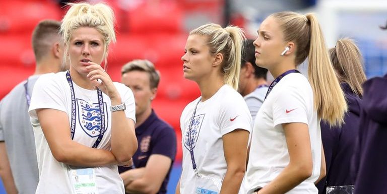 Chelsea's Millie Bright and Man City's Ellie Roebuck put club rivalry to one side for England camp