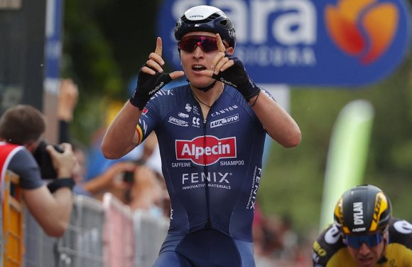 Giro d'Italia: Tim Merlier sprints to stage two victory as Filippo Ganna retains overall lead