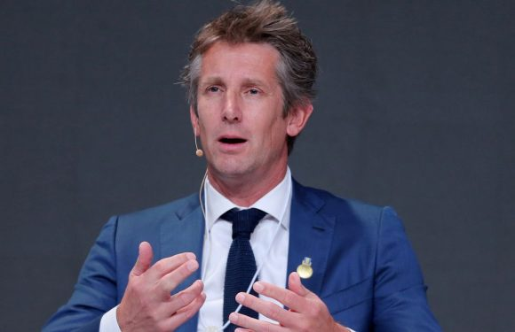 Man Utd hero Edwin van der Sar drops hint over replacing Ed Woodward