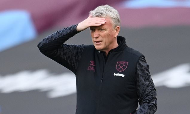 Moyes urges West Ham players to 'keep fighting' for European football