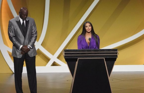 The sports world reacts as Kobe Bryant is inducted into the Basketball Hall of Fame