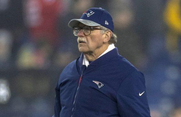 Patriots head coach Bill Belichick recognizes longtime research director Ernie Adams