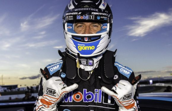 Supercars star Chaz Mostert has signed a new V8 deal to stay with Walkinshaw Andretti United