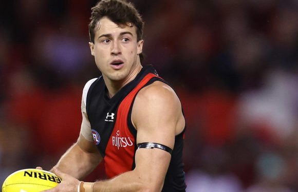 Four AFL clubs facing lockdown, Essendon star isolated